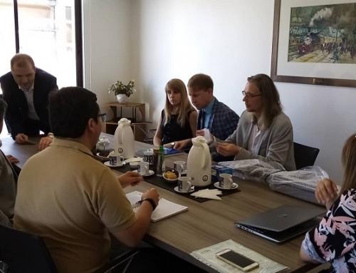 En dependencias de la Cámara de Comercio, los representantes de las empresas rusas Incotex e ILight, están reunidos con socios de la entidad gremial